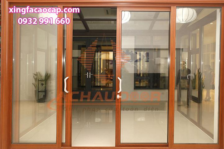 Cửa lùa nhôm Xingfa màu vân gỗ