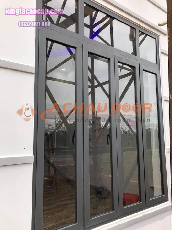 cửa nhôm Xingfa 4 cánh mở quay màu xám