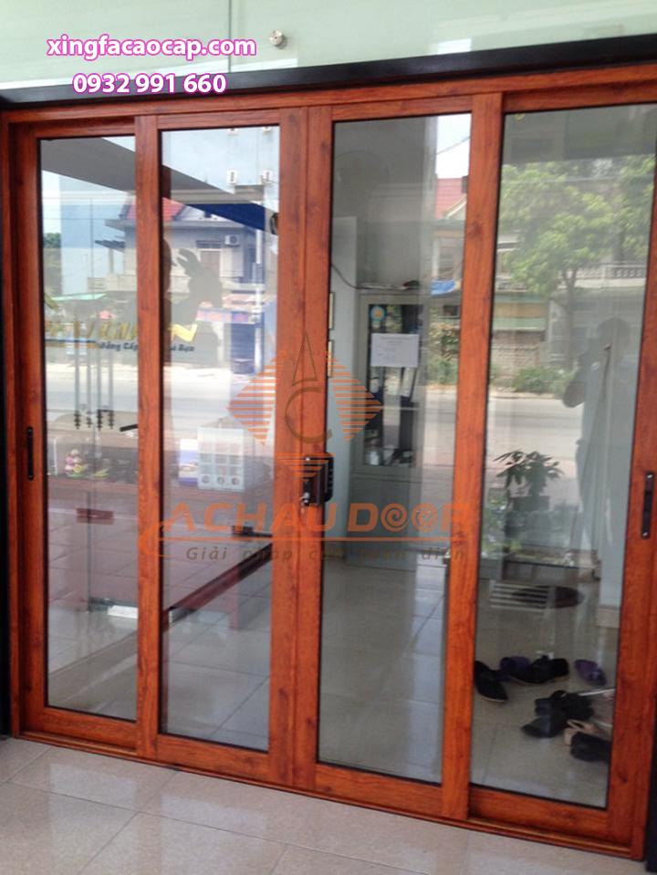 cửa đi mở trượt lùa nhôm xingfa 4 cánh