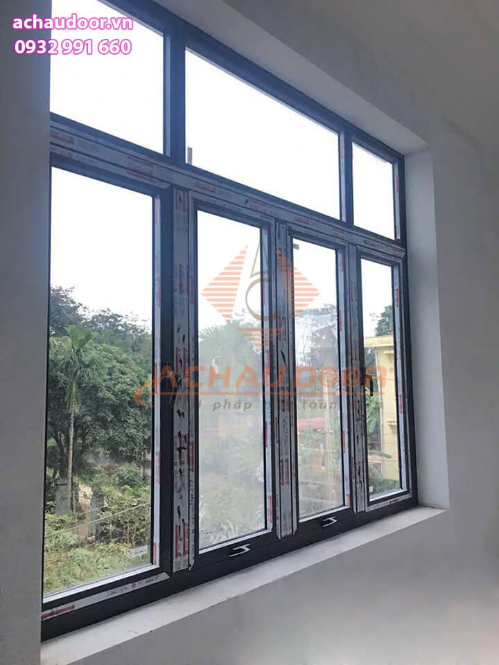 Mẫu cửa sổ mở hất nhôm xingfa 4 cánh đẹp