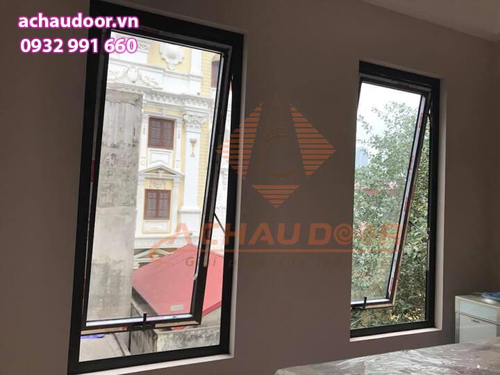 cửa sổ mở hất 1 cánh cho công trình quận 12