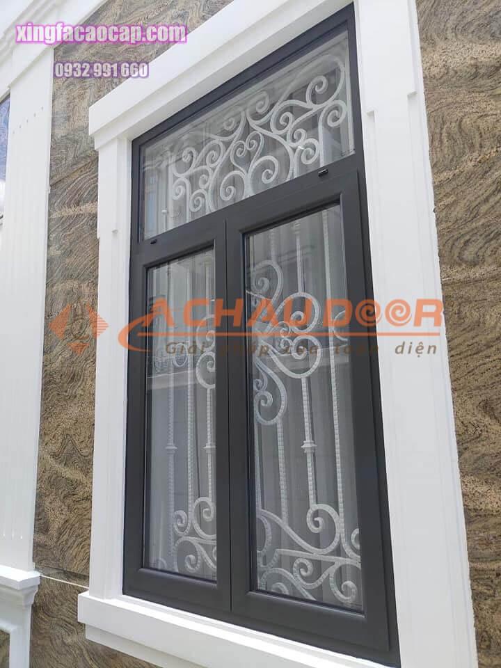 Cửa sổ mở quay nhôm xingfa 2 cánh màu xám ghi