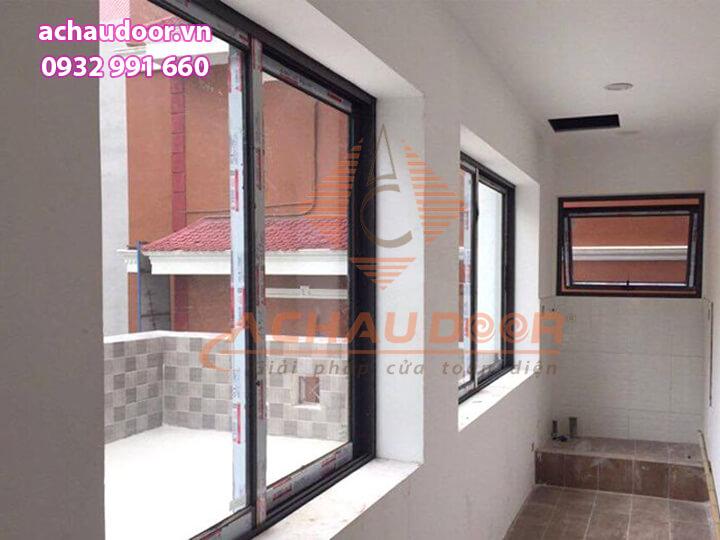 Hoàn thiện cửa sổ mở lùa nhôm xingfa 2 cánh tại quận Tân Phú