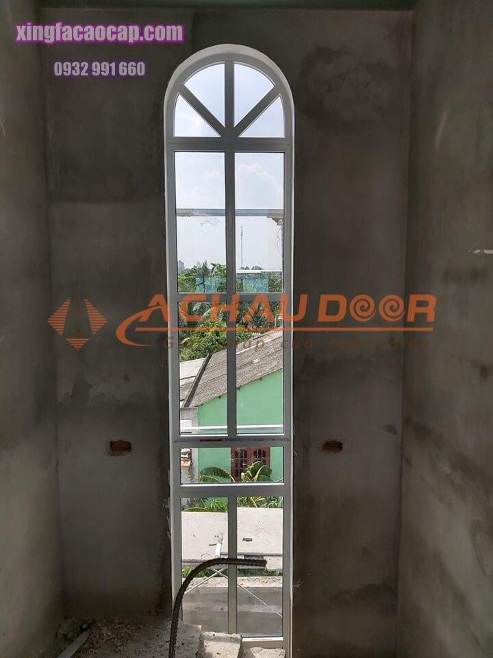 cửa sổ mái vòm nhôm xingfa