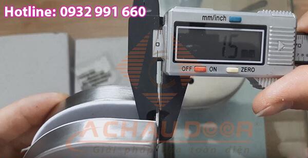 Chiều dày mỗi bên thường dao động từ 1 - 1.5mm