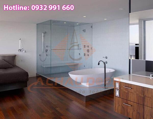 Phòng tắm thiết kế vách kính với diện tích nhỏ