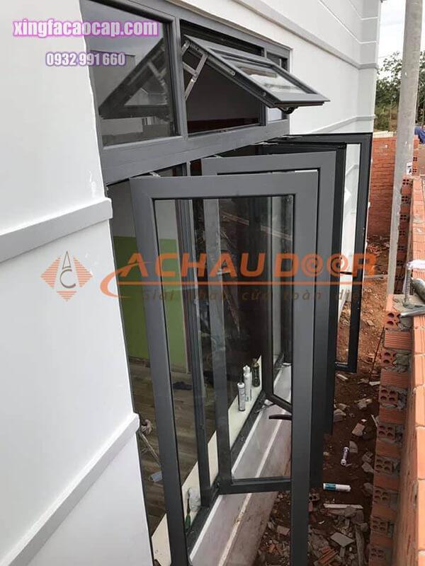 cửa sổ mở quay nhôm Xingfa màu đen
