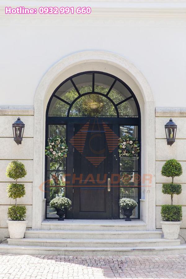 Một kiểu cửa nhôm xingfa màu xám ghi thường được sử dụng cho các biệt thự đắt tiền