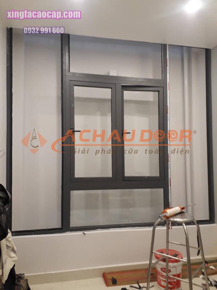 mẫu cửa sổ mở quay nhôm xingfa 2 cánh
